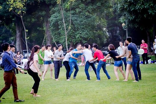 CBNV tham gia trò chơi vận động vui nhộn