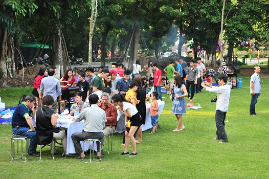 Bữa tiệc vui vẻ được tổ chức tưng bừng trong không gian xanh của Khu đô thị Ecopark
