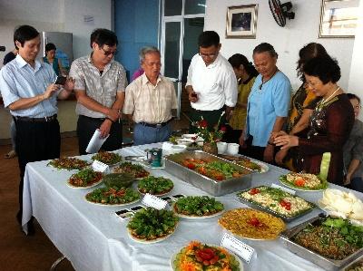 Tiệc buffet tại VinaCert chào mừng ngày phụ nữ Việt Nam 20/10
