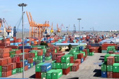 Hàng hóa xuất nhập khẩu phải thực hiện kiểm dịch, kiểm tra an toàn thực phẩm và quy định cửa khẩu