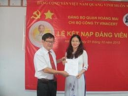 Chi bộ Công ty VinaCert tổ chức Lễ Kết nạp đảng viên mới cho đồng chí Đặng Thị Hương