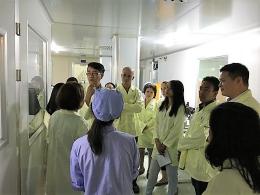 Đoàn đại biểu Bộ Nông nghiệp Philippines thăm phòng thử nghiệm 3 của VinaCert