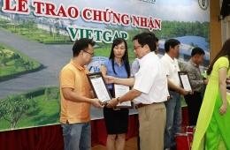 VinaCert trao chứng chỉ VietGAP cho 40 Trại chăn nuôi của Công ty CP chăn nuôi C.P. Việt Nam