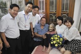 VinaCert nhận phụng dưỡng Bà mẹ Việt Nam anh hùng Đào Thị Nuôi